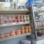 ほっかほっか亭 - 店内(カップ麺、カップ汁、お茶等あり)