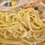 どさん子 - 味噌カレーラーメン麺拡大