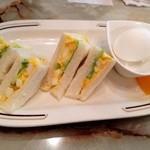 喫茶店さくら - タマゴサンド ハーフ!美味い!ゆで卵つき。