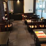 唐朝刀削麺 - 個室2は普段はこのようになってますが、机を並べると20名ぐらいの宴会が可能。個室1とつなげば、さらに大人数でも可能。