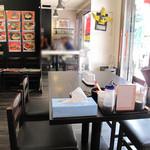 一葉軒 - 地下鉄・赤坂駅近くの大正通り沿いにある豚骨ラーメン店です。 ビジネスエリアなので、会社員の利用が多いでしょうね。 本店は古賀市にあるそうです。