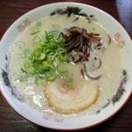 博多ラーメン 山桜 - 2014年7月21日(月・祝) ラーメン(620円)はりがね