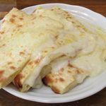 ポカラ - 以前は4枚切りだったチーズナンは8枚切りになってます。(判りづらいかな?)