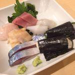 ふく田 - 刺身盛り合わせ:〆サバ、つぶ貝、めじマグロ、イカ、生牡蠣磯辺巻き