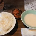 ホルモン青木 - ライス(大)、キムチ、虎マッコリ