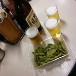 29260243 - 瓶ビールとサービスの枝豆
