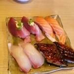 富梅 - 名物鰻、サーモン、カンパチ、鰹