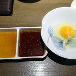 29262181 - 「すきしゃぶ超特選カルビー」玉子とテーブルセットのタレ