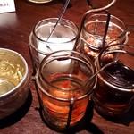 グラマラス - Glamorous @南青山 タイの食卓基本4大調味料とアルミ叩き出しの水のコップ