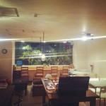 トレジャーリバー ブックカフェ - 大きな窓と、開放的な空間