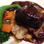 庭のホテル - コースの肉料理