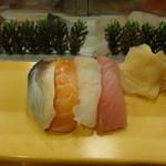 双葉寿し - 料理写真:しめ鯖、サーモン、ひらめ、まぐろ