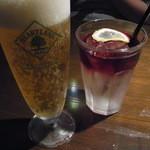 ORIENTAL BISTRO OPIUM - 俺のレモンサワー(右)レモンサワーにワイン600円