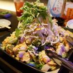 創作居酒屋笑家 - 料理写真:海老とホタテとアボガドのサラダ(1,300円)
