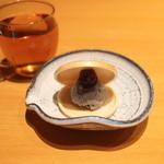 すっぽん 田一 - デザート、胡麻アイスの最中、皮がおいしい