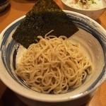 町の麺処 琉家 - 琉こがしつけめんのハーフサイズ(650円)。
