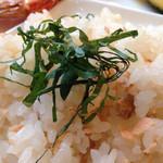 カフェ・ミュージックウェーブ - 鮭の寿司