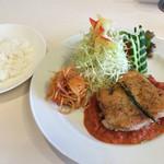洋食 グラッチェ - グリルチキン トマトクリームソース 1000円 +セットライス、スープ300円