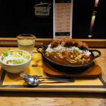 マイカリー食堂 - 柔らかミルフィールかつカレー(大盛り)/サラダセット