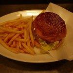 ゴールデンブラウン - チーズバーガー