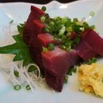 季節料理くら井 - カツオ刺身580円 新鮮でまったくクセが無く美味しかったです