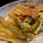 季節料理くら井 - 夏野菜の天ぷら750円 塩でいただくニガウリ、谷中ショウガ、ミョウガ、アスパラ 量もたっぷりでなかなか美味しかったです