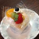 菓子工房ロワール  - 料理写真:プランタン(378円)フランス産ハーブのはちみつを使用。2014年7月