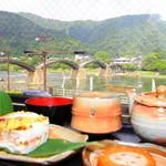 錦帯茶屋 - 掘りごたつのカウンター席から錦帯橋を眺めながら「岩国寿司お茶セット」をいただきました♪