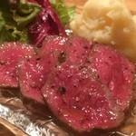 黒毛和牛一頭買い肉バル デルソーレ - 噛み締める毎にあふれる赤肉の旨みが◎