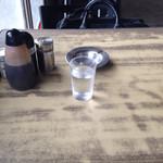 ゆずや食堂 - テーブル