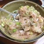 田島屋 - 鶏鍋のつみれ!ネギをスプーンでまぜまぜ、しまんねん(^-^)/
