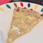 29289160 - 食べ放題のチーズピザ 蜂蜜がいい感じ