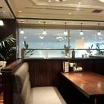 カフェ横濱珈琲物語 - 喫煙席の店内の一部