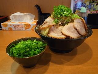 麺匠 有磨屋 - 司郎系らー麺(カタメ、大盛り、野菜増し、ちゃーしゅー増し、ネギ盛り、2014年6月7日)