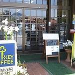 エビスヤ - 入口です。土産物も売ってます。