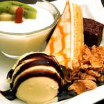 フリーク - 甘~いアイスと、とろける杏仁豆腐♪フリークの名物デザート★