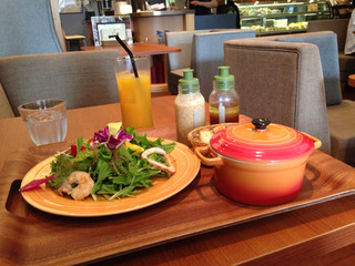 ボンカフェ 栄店 - サラダとスープのランチドリンク付き\880円