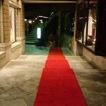 タブローズラウンジ - 1階には赤の絨毯でじゃかじゃ~ん♪