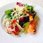 ハーブ&おいしい野菜塾レストラン - ランチサラダ