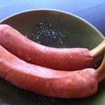 超レトロ焼肉桜坂 - 沖縄ハムの、骨付きウインナー。粒マスタードを添えて。