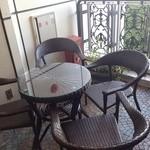 ワインバー コリエドール - 玄関前の喫煙テラス