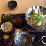 京わさび - 花篭ヘルシー御膳(1200円)の鍋等の方