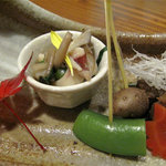 博多 一梅 - 先付けです。カツオの角煮と和え物。