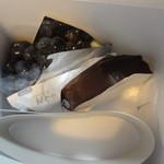 29310390 - ブルーベリータルト、チョコレートケーキ