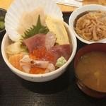 ご当地酒場 北海道八雲町 - 豪華!海鮮丼¥1000