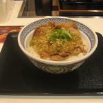 吉野家 - 2014年夏限定「ねぎ塩ロース豚丼」です。