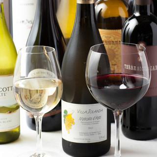 自慢の創作料理にあうカジュアルでリーズナブルなワインをご用意