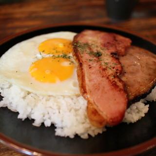 ヴィラ・アフガン - 料理写真:ベーコンエッグとローストポークカレー☆
