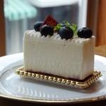 エーデルワイス洋菓子店 - ブルーベリーレアチーズケーキ