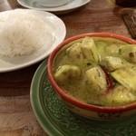 アムリタ食堂 - 鶏と茄子のグリーンカレー!